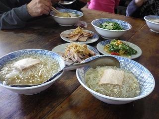 台湾料理(街の食堂での昼食)